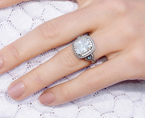 How to Buy an Engagement Ring Color