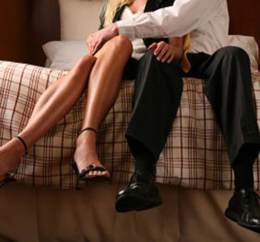 5 Hidden Clues A Woman Is Cheating On You shady ruffling through purse