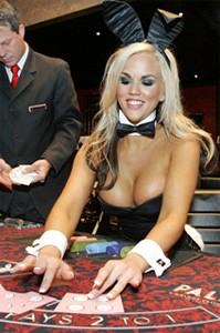 how much should you tip casino worker