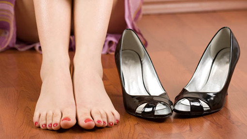 How To Tell If She's Into You feet