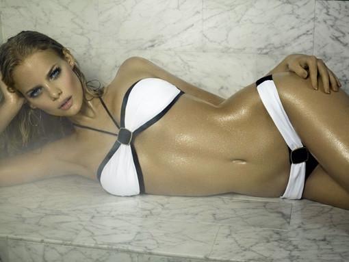 Marloes Horst white bikini
