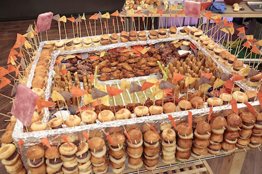 10 Amazing Super Bowl Stadiums …Made Out Of Food  burger