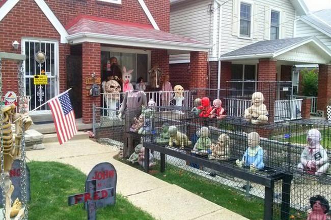 Halloween House 16