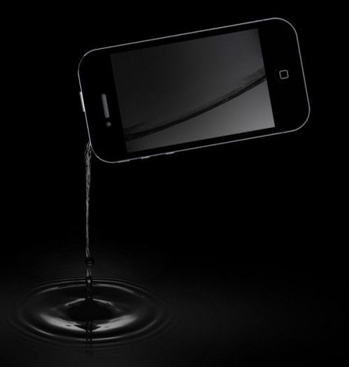 iFlask-Get-Your-Favorite-Booze-Packed-In-An-iPhone-Shaped-Flask